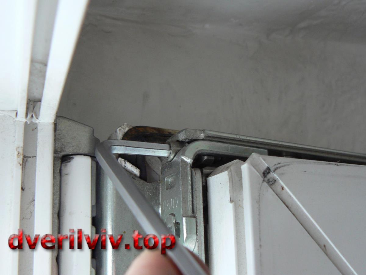 Як самому регулювати пластикові двері балкона?